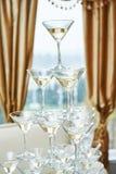 Vidrios con las bebidas del alcohol en pirámide Fotografía de archivo