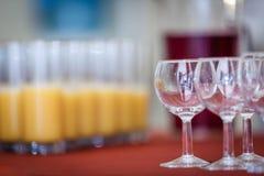 Vidrios con las bebidas no alcohólicas Imágenes de archivo libres de regalías