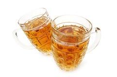Vidrios de cerveza aislados en el blanco Fotos de archivo libres de regalías