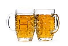 Vidrios de cerveza aislados en el blanco Imágenes de archivo libres de regalías