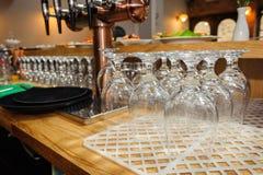 Vidrios de cerveza vacíos Fotos de archivo libres de regalías