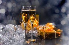 Vidrios de Champán, de los regalos y de las decoraciones de la plata Imagen de archivo libre de regalías