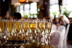 Vidrios de champán en el restaurante Fotos de archivo