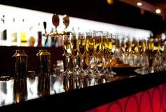 Vidrios de champán en el restaurante Fotos de archivo libres de regalías
