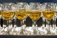 Vidrios de champán en el restaurante Fotografía de archivo libre de regalías