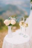 Vidrios de champán en la recepción Fotos de archivo