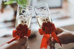 Vidrios de champán en la tabla Fotografía de archivo libre de regalías