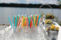 Vidrios de champán en la tabla Foto de archivo