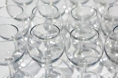 Vidrios de champán en la tabla Fotos de archivo libres de regalías