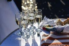 Vidrios de champán para una recepción nupcial Fotografía de archivo
