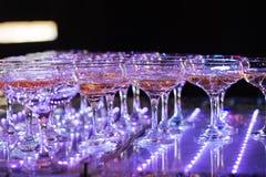 Vidrios de champán Pirámide de copas Fotos de archivo libres de regalías