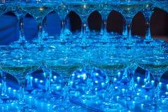 Vidrios de champán Pirámide de copas Imagen de archivo libre de regalías