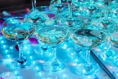 Vidrios de champán Pirámide de copas Imágenes de archivo libres de regalías