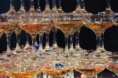 Vidrios de champán Pirámide de copas Fotografía de archivo