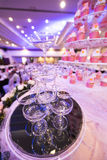 Vidrios de Champán que se casan y lihgting Fotos de archivo libres de regalías