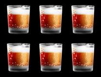 Vidrios de consumición adornados por Noche Vieja Imágenes de archivo libres de regalías