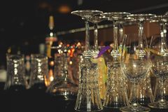 Vidrios de cristal para el vino y el champán fotos de archivo libres de regalías