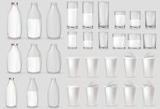Vidrios de cristal realistas, botella, tazas plásticas, paquetes libre illustration