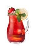 Vidrios de jugos de fruta con los cubos de hielo Foto de archivo
