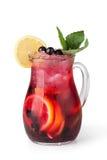 Vidrios de jugos de fruta con los cubos de hielo Foto de archivo libre de regalías