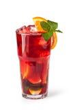 Vidrios de jugos de fruta con los cubos de hielo Fotos de archivo