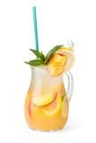 Vidrios de jugos de fruta con los cubos de hielo Fotografía de archivo libre de regalías