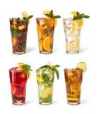 Vidrios de jugos de fruta con los cubos de hielo Imagenes de archivo