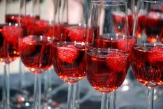 Vidrios de la bebida de la rosa del vino Foto de archivo libre de regalías