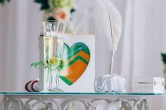 Vidrios de la boda y decoración de la boda Imagen de archivo