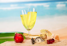 Vidrios de la decoración del reloj del Año Nuevo del champán Imágenes de archivo libres de regalías