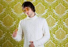 Vidrios de la vendimia del hombre y suéter retros del cuello alto Imagen de archivo