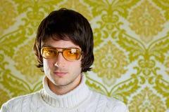 Vidrios de la vendimia del hombre y suéter retros del cuello alto Fotos de archivo