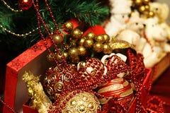 Vidrios de las decoraciones del árbol del Año Nuevo Imagenes de archivo