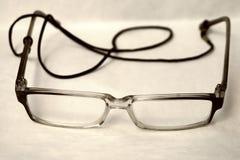 Vidrios de lectura viejos cerca para arriba imagenes de archivo