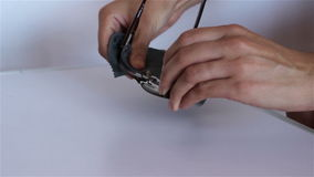 Vidrios de limpieza de la mujer almacen de metraje de vídeo