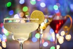 Vidrios de margarita, de martini y de cócteles cosmopolitas Fotografía de archivo