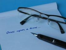 Vidrios de papel de la pluma Imagen de archivo libre de regalías