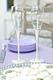 Vidrios de plata y cristalinos de la boda Imágenes de archivo libres de regalías