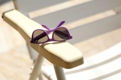 Vidrios de sol púrpuras Fotos de archivo
