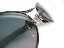 Vidrios de Sun en el fondo blanco Imágenes de archivo libres de regalías