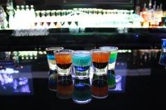 Vidrios de tiro multicolores imagenes de archivo