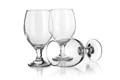 Vidrios de vino aislados en blanco Foto de archivo