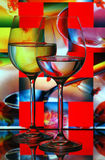 Vidrios de vino con el fondo abstracto Fotografía de archivo