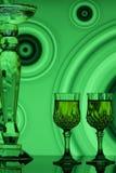 Vidrios de vino con el fondo retro verde Imagenes de archivo