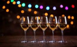Vidrios de vino en fila Imagen de archivo libre de regalías
