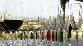 Vidrios de vino en la barra Fotografía de archivo