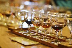 Vidrios de vino en la prueba Foto de archivo
