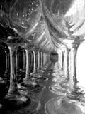 Vidrios de vino en una barra Imagen de archivo libre de regalías