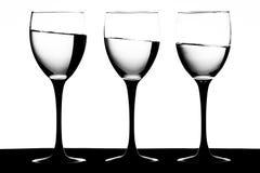 Vidrios de vino en una inclinación Fotos de archivo libres de regalías
