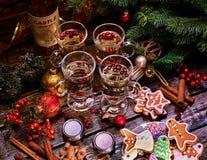 Vidrios de vino reflexionado sobre, la visión superior Foto de archivo libre de regalías